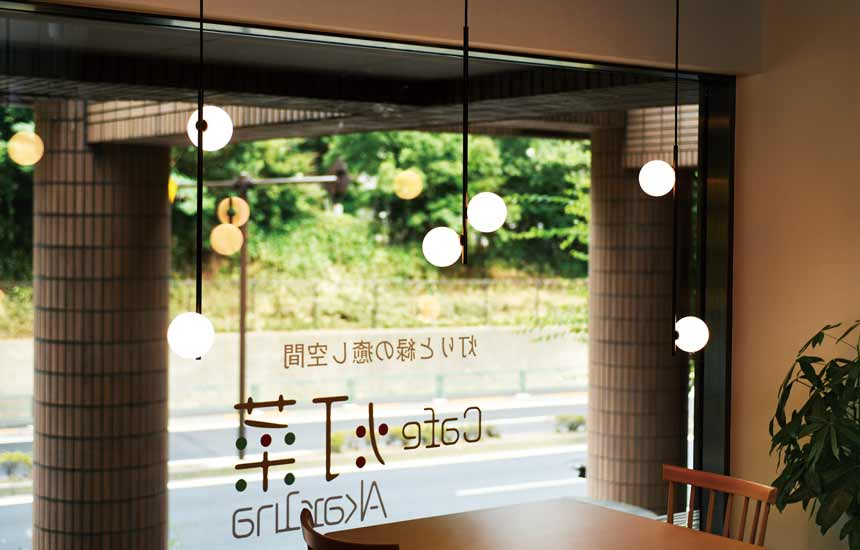 全体が光る球状グローブで、印象に残るお店づくりに。MPN034-2とMPN035を実際にショールームに展示した写真